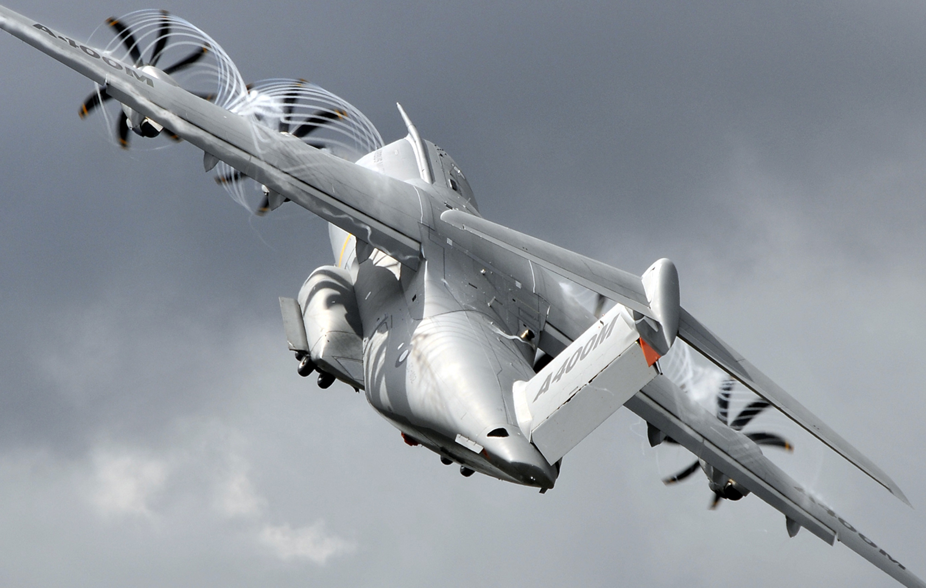 SGA2012: Airlifter manufacturers emphasise different approaches to market